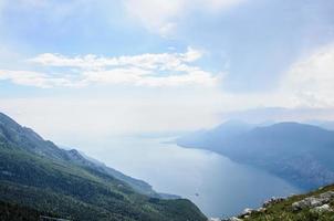 Blick auf den Gardasee von den italienischen Alpen - Monte Baldo