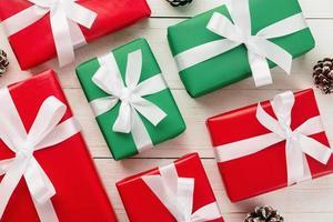 Draufsicht auf Geschenkboxen foto