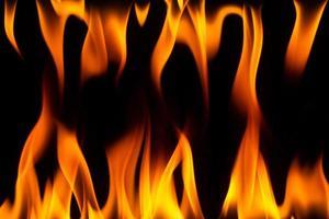 Flammen auf schwarzem Hintergrund