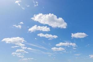 blauer Himmel und Wolken foto