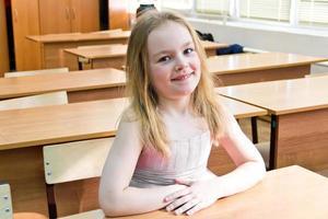 jüngeres Schulmädchen foto