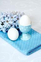 Blüten von Hyazinthen und Eiern foto