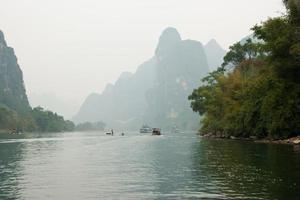 Landschaft des Flusses Li im Winter, Guilin, China foto