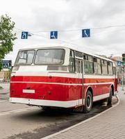 seltene alte Fahrzeuge des öffentlichen Nahverkehrs foto