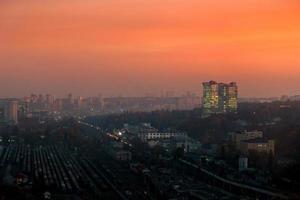 Skyline der Stadt Kiew auf dem Sonnenuntergang