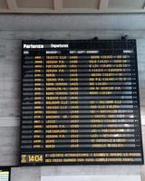 Transportfahrplan an einem Bahnhof in Italien