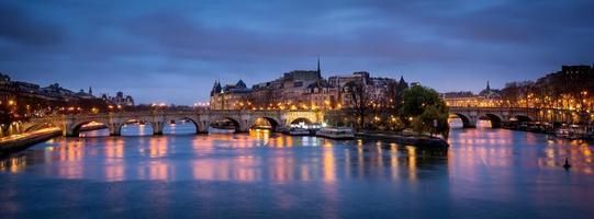 Ile de la Cite und Pont Neuf im Morgengrauen, Paris foto