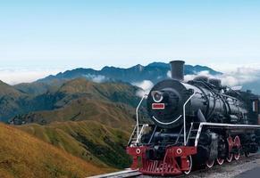 Vintage schwarzer dampfbetriebener Eisenbahnzug foto