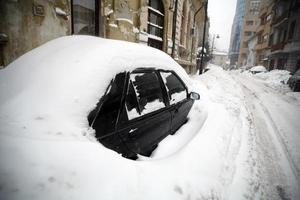 schneebedecktes Auto