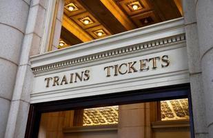 Züge und Fahrkarten foto