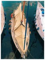 Segelboot bedeckt