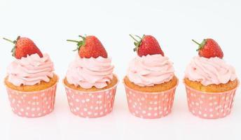 Cupcake mit Erdbeere foto