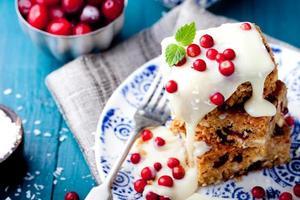 weißer Schokoladenkuchen, Blondie, Brownie mit Cranberry und Kokosnuss foto