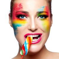 Fantasie Make-up. bemaltes Gesicht. Lutscher foto