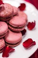 romantische rote Makronen zum Valentinstag foto