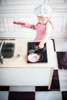 süßer kleiner Koch foto