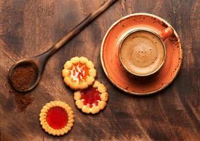 Tasse Kaffee und Kekse foto