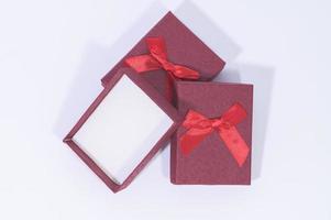 Geschenkboxen auf weißem Hintergrund