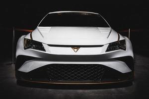 weißes Luxusauto