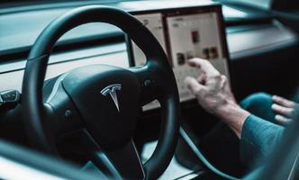 schwarzes Tesla Lenkrad