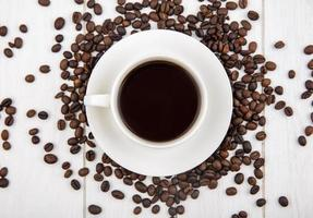 Essen Fotografie flach lag eine Tasse Kaffee und Kaffeebohnen
