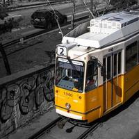 Budapest, Ungarn, 2020 - selektive Farbe der ungarischen Straßenbahn