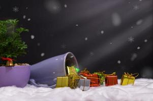Frohe Weihnachten Hintergrund mit Miniaturobjekten