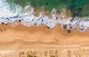 Luftaufnahme des Strandes während des Tages