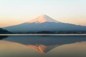 invertiertes Bild von mt fuji, Blick vom See kawaguchi foto