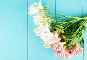 Draufsicht auf einen Blumenstrauß foto