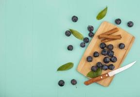 Draufsicht auf die kleinen sauren schwärzlichen Fruchtschollen