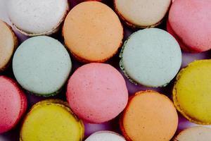 Hintergrund der bunten köstlichen Makronen foto