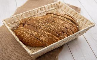 Seitenansicht des geschnittenen braunen Samenkolbens foto