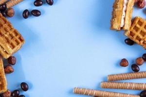Draufsicht auf Waffeln mit Schokolade