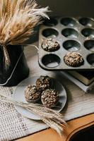 Muffins auf einem grauen Teller foto