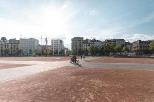 Genf, Schweiz, 2019-Touristen versammeln sich im asphaltierten Stadtzentrum