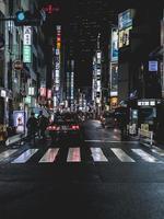 osaka, japan, 2018-touristen packen das einkaufsviertel in osaka