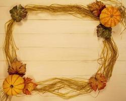 Hintergrundtextrahmen mit Herbstmotiven