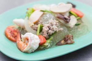 Nahaufnahme eines Tellers mit Meeresfrüchten foto
