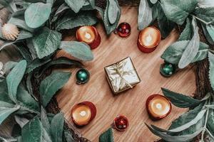Weihnachtsdekor flach legen