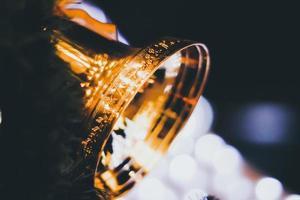 goldene Glocken mit Bokeh-Unschärfe