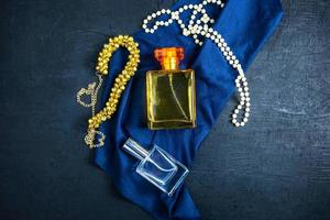 Parfüm und Perlen