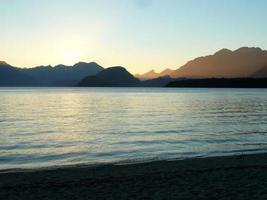 Abenddämmerung an einem See