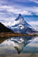 Matterhorn mit Relfektion in Riffelsee, Zermatt, Schweiz foto