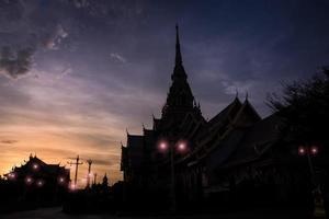 Silhouette Wat Sothon Wararam Worawihan