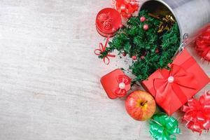 Weihnachtsgeschenke und Dekorationen foto