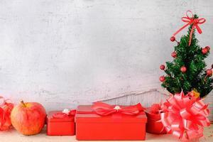Weihnachtshintergrund mit Geschenken foto