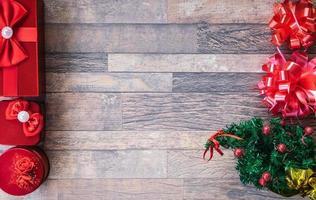 Weihnachtsgeschenke am Rahmen foto