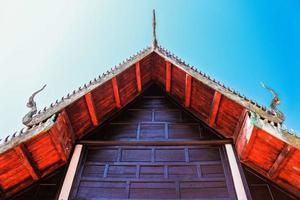 eine goldene pagode in thailand