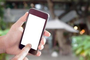 Smartphone-Modell in einem Straßencafé foto